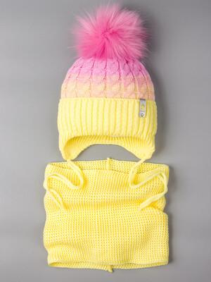 Шапка вязаная для девочки с помпоном на завязках, двухцветная, нашивка корона + снуд, желтый