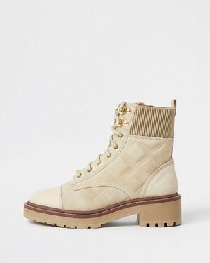 Бежевые замшевые байкерские ботинки
